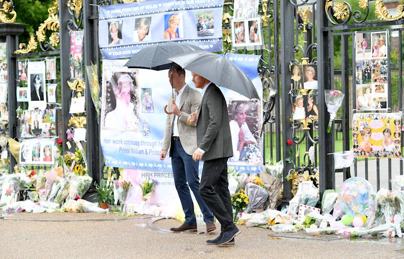 LONDON, ENGLAND - AUGUST 30: Prince Harry and Prince William, Duke of Cambridge meet well wishers and views tributes to Princeess Diana after a visit to The Sunken Garden at Kensington Palace on August 30, 2017 in London, England. The garden has been transformed into a White Garden dedicated in the memory of Princess Diana, mother of Prince WIlliam, Duke of Cambridge and Prince Harry. (Photo by Karwai Tang/WireImage)