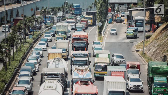 Kendaraan melintas di Tol Jakarta Outer Ring Road (JORR), kawasan Jakarta, Senin (17/9). Setelah sempat ditunda beberapa kali, pemerintah akan melanjutkan integrasi transaksi tol pada ruas Tol Lingkar Luar Jakarta. (Liputan6.com/Faizal Fanani)
