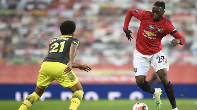 7. Aaron Wan-Bissaka (55 juta euro) - Manchester United mendatangkan Aaron Wan-Bissaka dari Crystal Palace dengan harga 55 juta euro pada Juli 2019. (AFP/Peter Powell/pool)