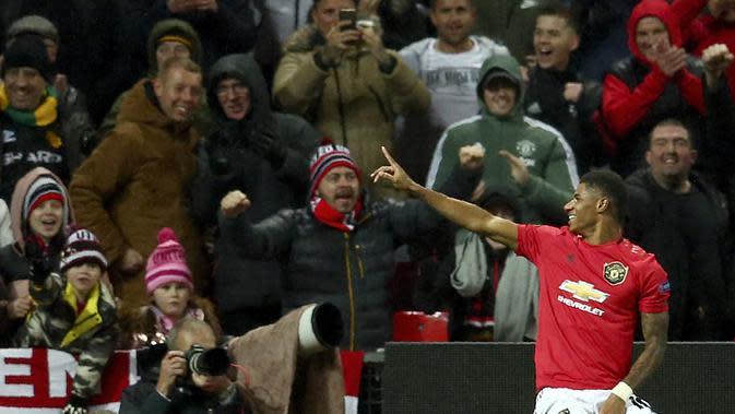 Striker Manchester United (MU) Marcus Rashford berseleberasi usai mencetak gol ke gawang Partizan pada matchday keempat Grup L Liga Europa di Old Trafford, Jumat (8/11/2019) dini hari WIB.(AP Photo/Dave Thompson)