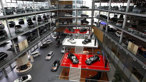 Why automakers don't want to be their own dealers