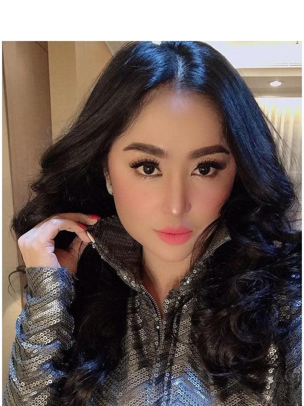 Dewi Perssik (Sumber: Instagram/dewiperssikreal)