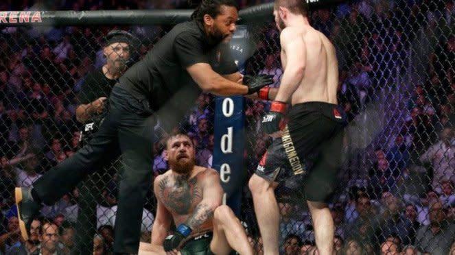 Khabib Nurmagomedov mengalahkan Conor McGregor