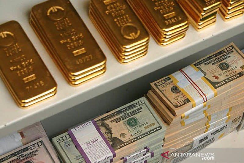 Emas stabil, kenaikan tertahan pelemahan dolar dan data manufaktur AS