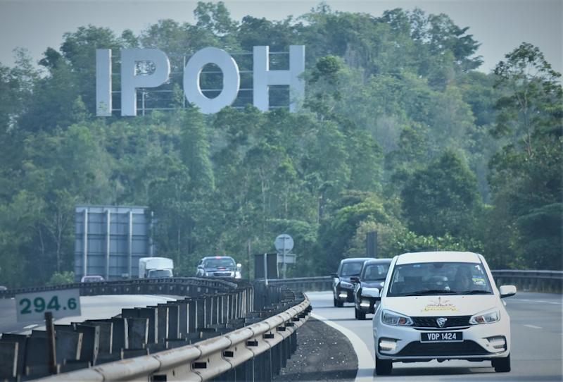 The media drive convoy casually cruising down the highways of Ipoh. — Picture courtesy of Proton