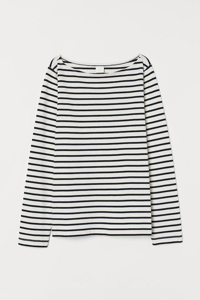 "<p>It's no wonder fashion girls worldwide have a striped tee like this <a href=""https://www.popsugar.com/buy/one-551945?p_name=one&retailer=www2.hm.com&pid=551945&price=13&evar1=fab%3Aus&evar9=34097656&evar98=https%3A%2F%2Fwww.popsugar.com%2Ffashion%2Fphoto-gallery%2F34097656%2Fimage%2F34097658%2FStriped-Top&list1=shopping%2Cloft%2Cstyle%20how%20to&prop13=mobile&pdata=1"" rel=""nofollow"" data-shoppable-link=""1"" target=""_blank"" class=""ga-track"" data-ga-category=""Related"" data-ga-label=""https://www2.hm.com/en_us/productpage.0863620007.html"" data-ga-action=""In-Line Links"">one</a> ($13) in their arsenal. It's classic and easy to dress up with a statement necklace or down with your jean jacket or anorak. </p>"