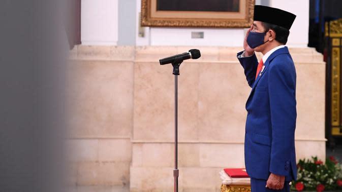 Presiden Joko Widodo atau Jokowi memimpin upacara Pengukuhan Pasukan Pengibar Bendera Pusaka (Paskibraka) di Istana Negara, Jakarta, Kamis (13/8/2020). Sebanyak 8 anggota Paskibraka akan bertugas pada upacara HUT ke-75 Kemerdekaan RI. (Foto: Lukas - Biro Pers Sekretariat Presiden)