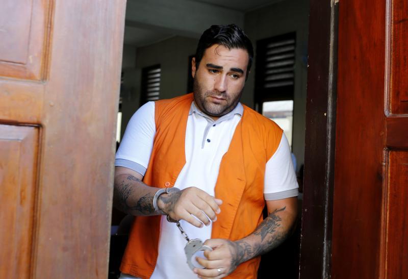 Indonesia menghukum pria Amerika menjadi 9 1/3 tahun untuk narkoba