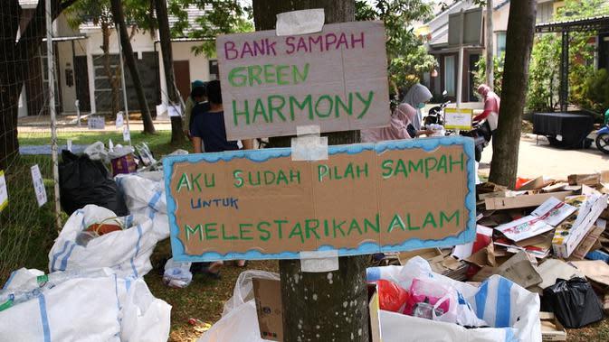 Warga komplek di perumahan Serpong Garden, Green Harmony BSD juga menjalankan program bank sampah untuk mengisi waktu di tengah pandemi secara baik dan produktif.