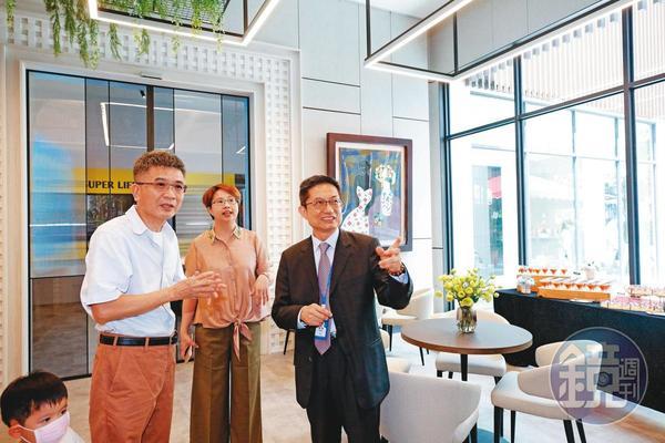 2018年楊連發(右)回來接手裕國後,進行組織改革、引進專業經理人。