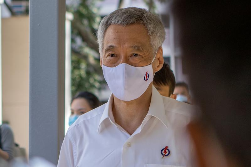 Prime Minister and PAP election candidate Lee Hsien Loong seen arriving at Deyi Secondary School on Nomination Day (30 June). (PHOTO: Dhany Osman / Yahoo News Singapore)