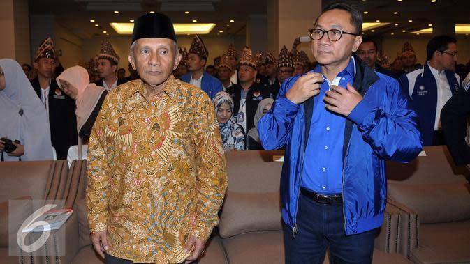Ketua Dewan Pertimbangan PAN, Amien Rais didampingi Ketua Umum DPP PAN Zulkifli Hasan saat menghadiri acara Pembukaan Kongres BM PAN di Jakarta, Sabtu, (20/8). Acara Kongres ini beragenda Pemilihan Ketua BM PAN yang baru. (Liputan6.com/Johan Tallo)