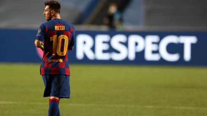 Lionel Messi tampak lesu saat Barcelona dikalahkan Bayern Munchen di perempat final Liga Champions. (Rafael Marchante / POOL / AFP)