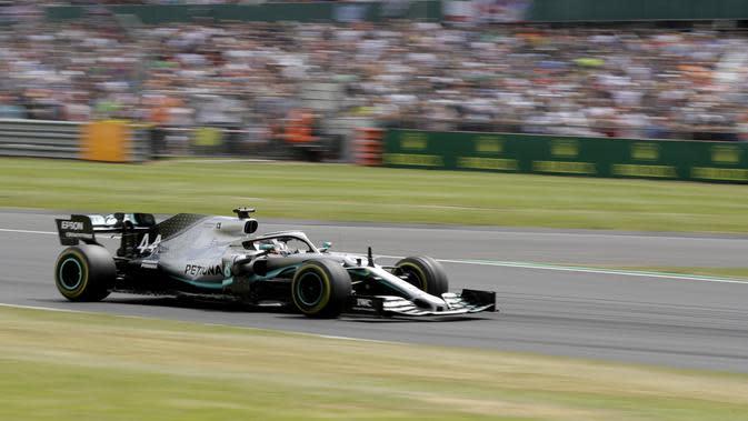 Pembalap Mercedes Lewis Hamilton beraksi pada balapan F1 GP Inggris di Sirkuit Silverstone (AP Photo/Luca Bruno)