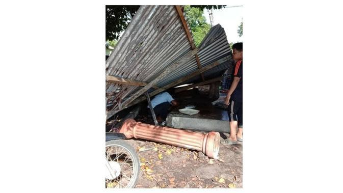 Pria Tabrak Wanita di Warung Pinggir Jalan. (Sumber: worldofbuzz)