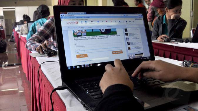 Sistem tes seleksi CPNS berbasis online merupakan terobosan baru dari Kementerian Pendayagunaan Aparatur Negara dan Reformasi Birokrasi (KemenPAN-RB) dan Badan Kepegawaian Negara (BKN), (20/8/2014). (Liputan6.com/Miftahul Hayat)