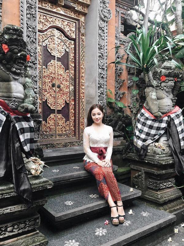 Seleb Indonesia saat Pakai Kebaya Bali (Sumber: Instagram/nikitawilly
