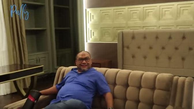 Prilly Latuconsina sengaja membuatkan kamar orangtuanya mirip kamar hotel agar mereka tambah nyaman (Dok.YouTube/Prilly Latuconsina)
