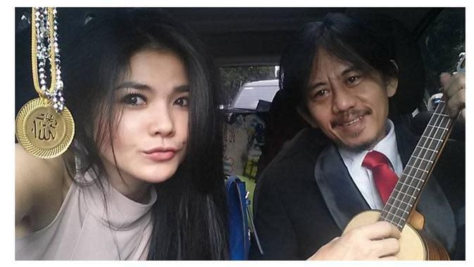 Momen Romantis Epy Kusnandar dan Karina Ranau (Sumber: Instagram/karinaranau9//epy_kusnandar)