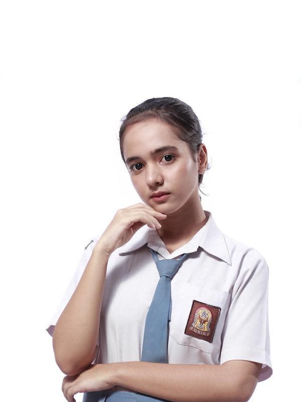 6 Foto Lawas Masa SMA Dianda Sabrina, Pemeran Gina 'Dari Jendela SMP' (sumber: Instagram.com/sabrindh)