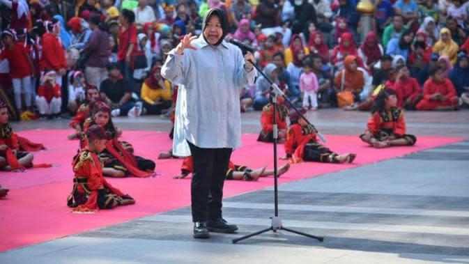 """Wali Kota Surabaya, Tri Rismaharini (Risma) hadiri pertunjukan kesenian bertajuk """"Sawunggaling Anak Dunia"""". (Foto:Liputan6.com/Dian Kurniawan)"""