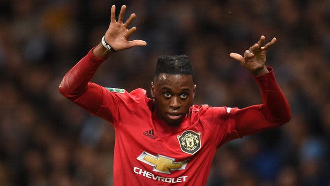 4. Aaron Wan-Bissaka - Aaron Wan-Bissaka mampu menjadi andalan di sisi kanan pertahanan Manchester United. Pemain berusia 22 tahun tersebut berhasil menorehkan empat assist dari 39 pertandingan di seluruh ajang pada musim lalu. (AFP/ Oli Scarff)
