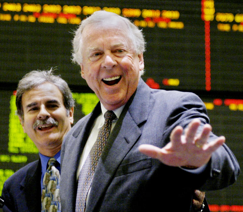 T. Boone Pickens, the founder of Texas based Mesa Petroleum, waves after ringing the opening bell at the New York Mercantile Exchange on May 2, 2003. Pickens was in New York attending a symposium before visiting the exchange. NYME Vice Chairman Michael Steinhause (L) stood with Pickens. REUTERS/Peter Morgan