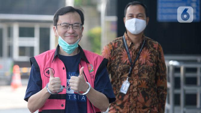 Komisaris PT Hanson Internasional Benny Tjokrosaputro memasuki Gedung KPK, Jakarta, Jumat (31/1/2020). (merdeka.com/Dwi Narwoko)