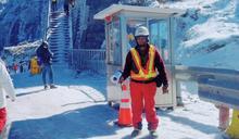 合歡山冬季瘋賞雪苦了交管人員 輪班休息睡車上24小時守護行車安全