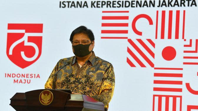 Menko Perekonomian Airlangga Hartarto menggelar jumpa pers usai bertemu Presiden Joko Widodo di Kantor Presiden, Jakarta, Senin (20/7/2020). Jokowi menandatangani Peraturan Pemerintah (PP) tentang pembentukan Tim Pemulihan Ekonomi Nasional dan Penanganan Covid-19. (ANTARA FOTO/Sigid Kurniawan/POOL)