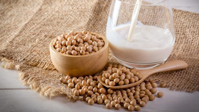 Kacang Kedelai dan Susu Kedelai / Sumber: iStockphoto