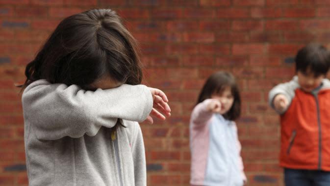 Anak yang kerap di bully membuatnya rentan alami depresi di usia muda. (Foto: Huffington Post)