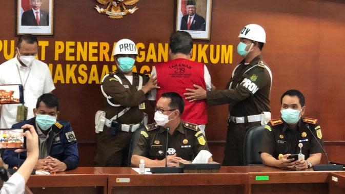 Tim Kejaksaan Agung menangkap Dalton Ichiro Tanonaka terkait kasus penipuan. (Dok: Kejaksaan Agung)
