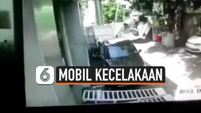 VIDEO: Baru Dibeli dari Dealer, Mobil Langsung Alami Kecelakaan