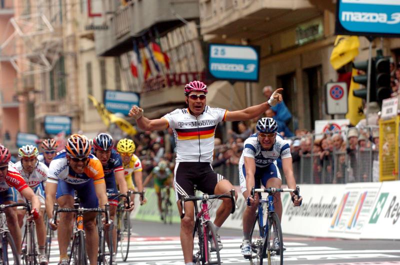 German road race champion Erik Zabel (T-Mobile) celebrates too early, allowing Spain's Oscar Freire (Rabobank) to sneak through to win the 2004 Milan-San Remo
