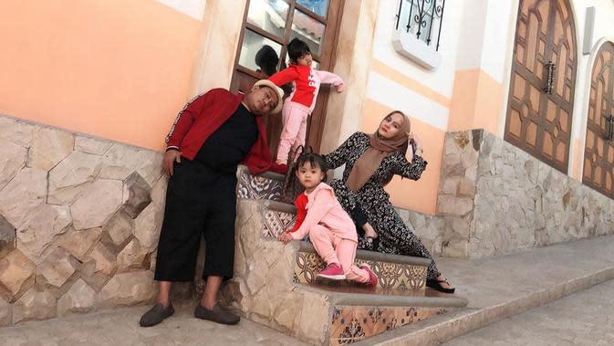 Azis Gagap dan Istri Kedua (Sumber: Instagram/dewi_keke22)