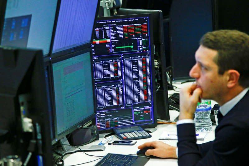 Saham Inggris bangkit dengan indeks FTSE 100 menguat 0,38 persen