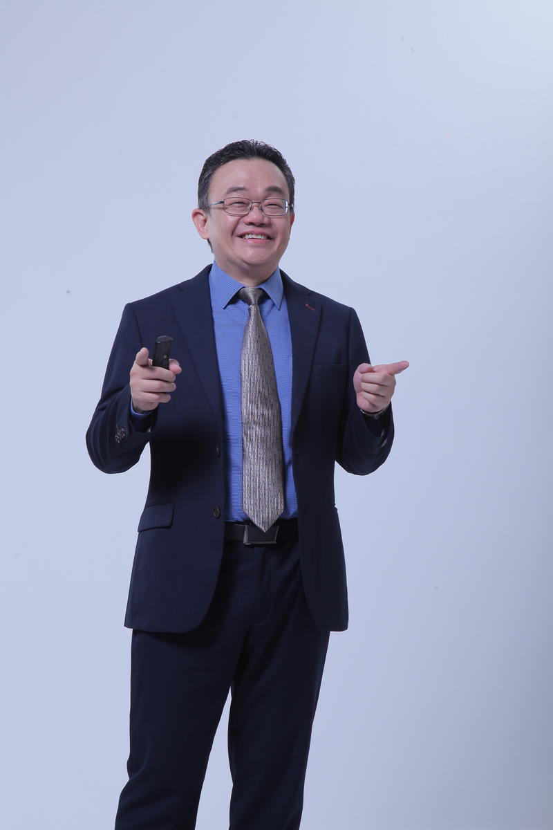 新加坡知名權威陳漢源有感於多數人因不懂投資汲汲營營,無法自由享受人生,因而創辦GIA環球智慧投資學院,希望幫更多人學會智慧投資。