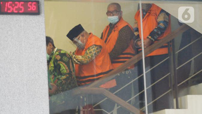 Tiga mantan Anggota DPRD Jambi resmi ditahan seusai diperiksa di Gedung KPK, Jakarta, Selasa (30/06/2020). KPK kembali menahan tiga mantan anggota DPRD Jambi tersangka kasus dugaan suap pengesahan APBD 2017-2018, yakni Cekman, Parlagutan Nasution, dan Tadjudin Hasan. (merdeka.com/Dwi Narwoko)