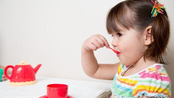 Cara merebus dan uap bisa digunakan membersihkan peralatan makan dan menyusui bayi.