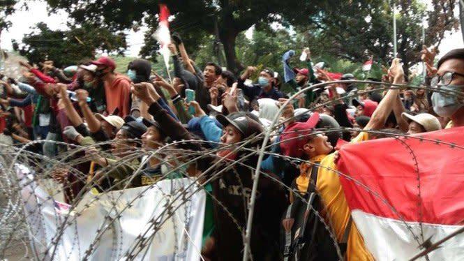 Ketika Fasilitas Umum Dirusak saat Demonstrasi