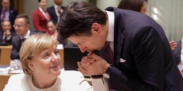 Darf Angela Merkel wohl auch künftig die Hand küssen: Giuseppe Conte hat beste Chancen, Italiens Ministerpräsident zu bleiben.