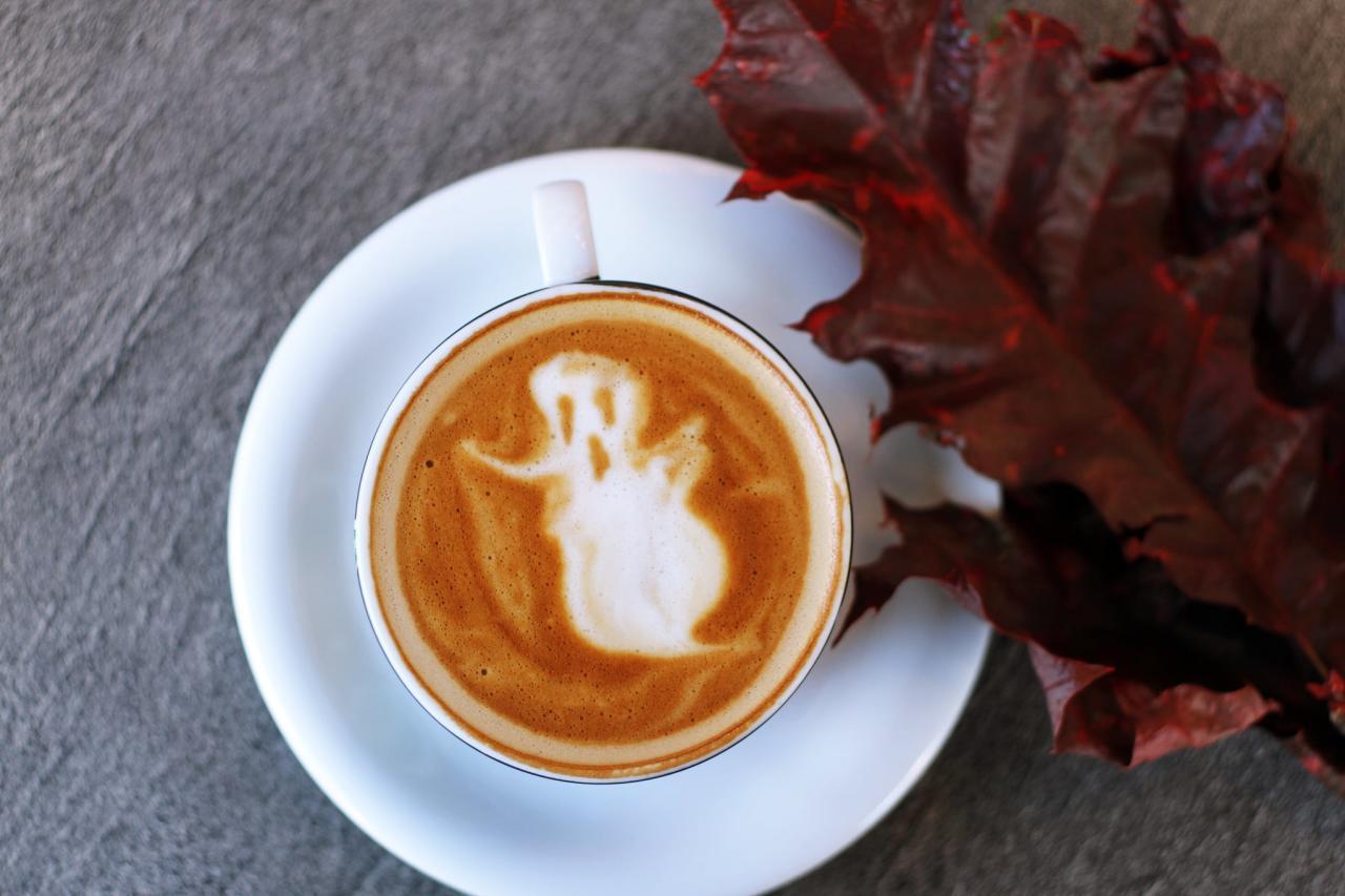 "<p>Get a <a href=""https://www.popsugar.com/food/iced-pumpkin-spice-latte-recipe-47786051"" class=""ga-track"" data-ga-category=""internal click"" data-ga-label=""https://www.popsugar.com/food/iced-pumpkin-spice-latte-recipe-47786051"" data-ga-action=""body text link"">recipe for an iced pumpkin spice latte here</a>.</p>"