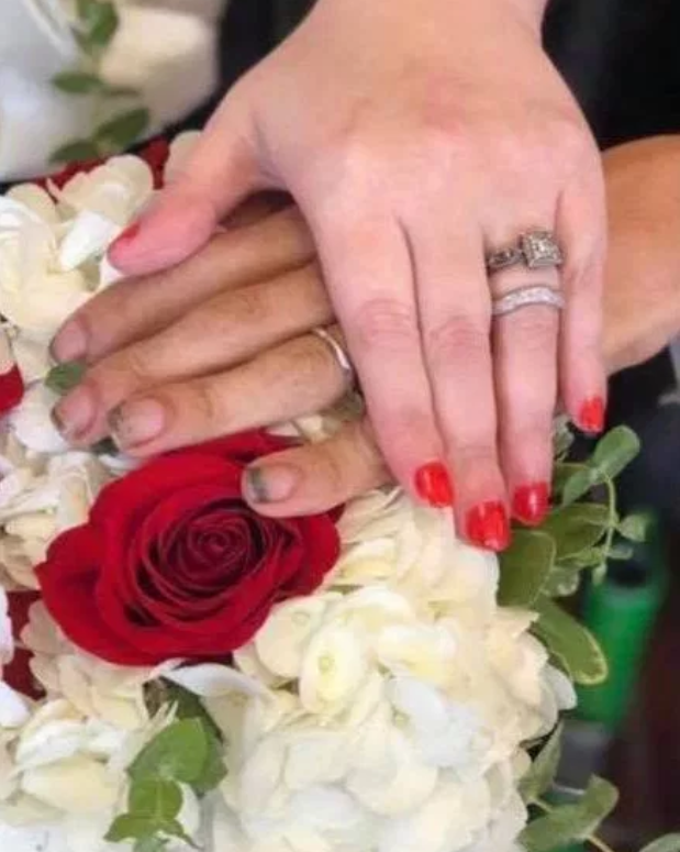 groom's dirty nails in wedding photo shamed