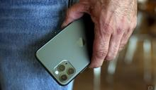 今年的新 iPhone 或許不會再有附上充電器和耳機