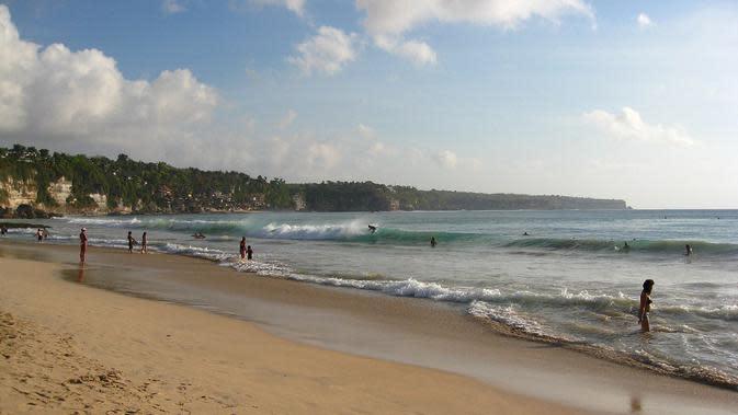 Pantai Dreamland (Sumber: id.wikipedia.org)