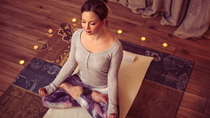 Manfaat yoga sebelum tidur./Copyright shutterstock.com/g/petrunjela