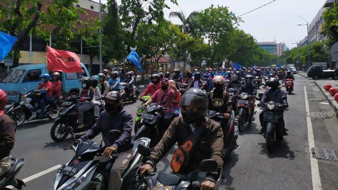 Aksi Demo UU Cipta Kerja di DPRD Jember, Kaca Gedung Jadi Sasaran
