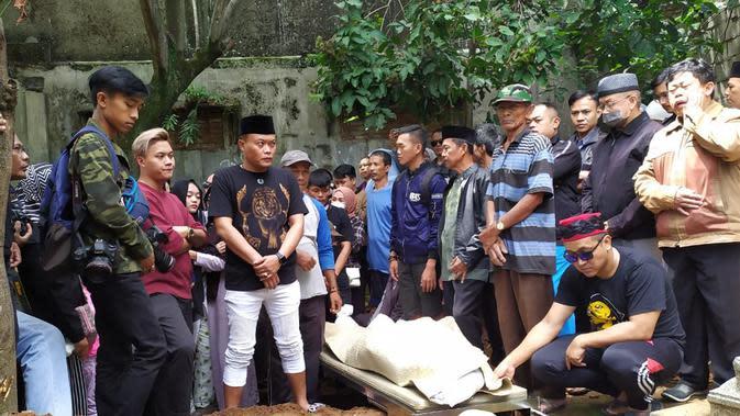 Pemakaman Lina Jubaedah (Liputan6.com/Huyugo Simbolon)