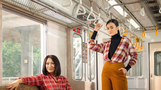 Tamapilan nyaman yang tak biasa bisa didapatkan dengan inspirasi flannel dari Titi DJ dan Mawar Eva